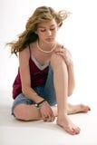 Modelo femenino del preadolescente atractivo con la guitarra Fotos de archivo libres de regalías
