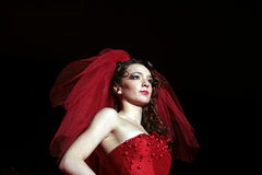 Modelo femenino en desfile de moda foto de archivo libre de regalías