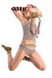 Modelo femenino en salto. Imagen de archivo