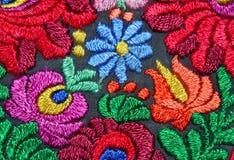 Modelo floral multicolor del bordado de la mano Fotos de archivo libres de regalías