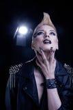 Modelo Girl Portrait del estilo del eje de balancín de la moda. Foto de archivo