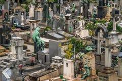 Modelo grave dentro del cementerio foto de archivo libre de regalías