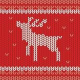 Modelo hecho punto del vector con los ciervos y los copos de nieve de la Navidad Textura dibujada mano del suéter del invierno en ilustración del vector