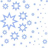 Modelo hermoso con las estrellas azules en el fondo blanco Imagen de archivo