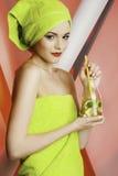 Modelo hermoso de la muchacha con agua Fotografía de archivo libre de regalías