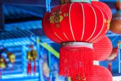 Modelo hermoso de las linternas rojas chinas adornadas en Wat Leng Fotografía de archivo libre de regalías