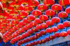 Modelo hermoso de las linternas rojas chinas adornadas en Wat Leng Imagen de archivo libre de regalías