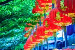 Modelo hermoso de las linternas rojas chinas adornadas en Wat Leng Fotos de archivo
