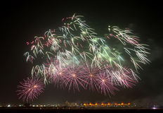 Modelo hermoso de los fuegos artificiales Foto de archivo libre de regalías