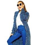 Modelo hermoso elegante en ropa elegante del verano en estudio Imagen de archivo