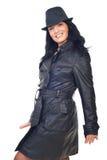 Modelo hermoso en la chaqueta de cuero y el sombrero Imagenes de archivo