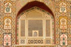 Modelo hermoso en la pared del palacio, Jaipur, la India Fotografía de archivo libre de regalías
