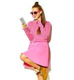 Modelo hermoso en ropa elegante del verano en estudio Fotografía de archivo