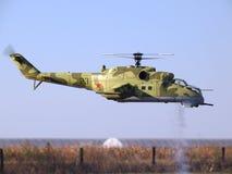 Modelo Hind Scale Helicopter Flying de RC en vuelo Fotografía de archivo libre de regalías