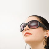 Modelo hispánico con las gafas de sol Imágenes de archivo libres de regalías