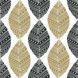 Modelo inconsútil bohemio con negro y hojas étnicas del oro Muestra de la materia textil del vector o diseño de empaquetado Diseñ ilustración del vector