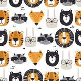 Modelo inconsútil colorido, bozales lindos de animales Leones, conejos, tigres, osos, mapaches, zorros stock de ilustración