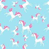 Modelo inconsútil con el ejemplo lindo del vector del unicornio en fondo azul stock de ilustración