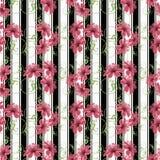 Modelo inconsútil con el ornamento de las flores en tira blanca negra en el fondo Foto de archivo libre de regalías
