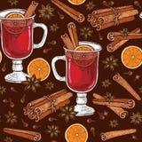 Modelo inconsútil con el vidrio de vino Mulled y de las especias canela, clavos, badyan, anaranjados imagen de archivo libre de regalías