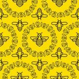 Modelo inconsútil con la abeja Imágenes de archivo libres de regalías