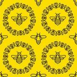 Modelo inconsútil con la abeja Fotos de archivo libres de regalías