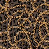 Modelo inconsútil con la cadena del oro en piel, la correa y las perlas del lepard Ilustración libre illustration