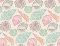 Modelo inconsútil con las conchas marinas adornadas dibujadas mano Imagen de archivo