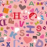 Modelo inconsútil con las letras latinas y los corazones en un fondo rosado libre illustration