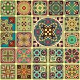 Modelo inconsútil con las mandalas decorativas Elementos de la mandala del vintage Remiendo colorido Imágenes de archivo libres de regalías