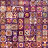 Modelo inconsútil con las mandalas decorativas Elementos de la mandala del vintage Remiendo colorido Imagen de archivo