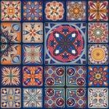 Modelo inconsútil con las mandalas decorativas Elementos de la mandala del vintage Remiendo colorido Imagenes de archivo