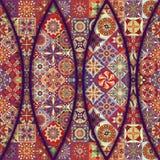 Modelo inconsútil con las mandalas decorativas Elementos de la mandala del vintage Remiendo colorido Foto de archivo