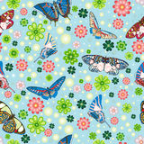 Modelo inconsútil con las mariposas, flores stock de ilustración