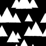Modelo inconsútil con las montañas nevosas geométricas Triángulos blancos y fondo negro stock de ilustración