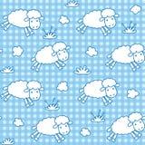 Modelo inconsútil con las ovejas y las nubes divertidas Imagen de archivo