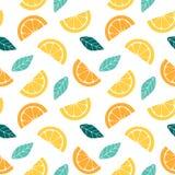 Modelo inconsútil con las rebanadas de dibujo gráfico de la fruta cítrica de la naranja, del limón y de hojas ilustración del vector