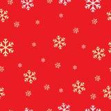 Modelo inconsútil con los copos de nieve en un fondo rojo Imagen de archivo libre de regalías