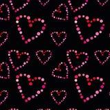 Modelo inconsútil con los corazones en un fondo negro fotos de archivo libres de regalías