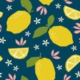 Modelo inconsútil con los limones y los flores Foto de archivo