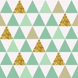 Modelo inconsútil con los triángulos del oro Imagen de archivo