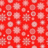 Modelo inconsútil Copos de nieve blancos en un fondo rojo Stock de ilustración