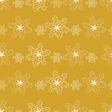Modelo inconsútil de copos de nieve de oro Imagenes de archivo