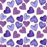 Modelo inconsútil de corazones púrpuras, ejemplo de la acuarela en el fondo blanco Fotografía de archivo libre de regalías
