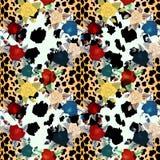 Modelo inconsútil de la flor animal adentro Piel del leopardo y fondo de las flores libre illustration