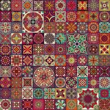 Modelo inconsútil de la mandala floral étnica Fondo colorido del mosaico Fotografía de archivo