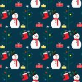 Modelo inconsútil de la Navidad con el muñeco de nieve, el árbol de navidad y los calcetines con los regalos Foto de archivo libre de regalías