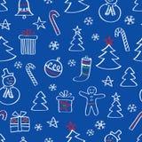 Modelo inconsútil de la Navidad con los muñecos de nieve, los árboles y los copos de nieve dibujados mano Imagenes de archivo