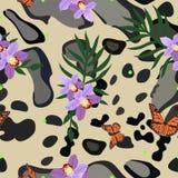 Modelo inconsútil de la piel ahumada del leopardo combinado con la orquídea, las hojas de palma y las mariposas de monarca Impres ilustración del vector