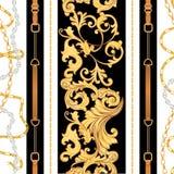 Modelo inconsútil de la tela de la moda con las cadenas de oro, las correas y las correas Elementos barrocos de lujo de la joyerí stock de ilustración